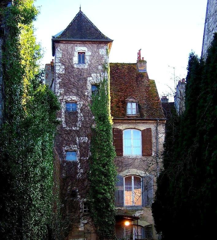 Maison ancienne en Gray, Franche-Comte / France